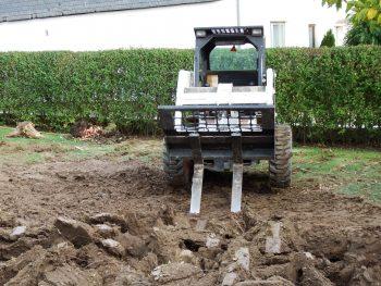 Bodenauflockerung im Hausgarten durch die Gärtnerei Bock