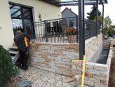 Terrasse mit vorgelagertem Hochbeet im Bau