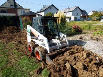 Bodenaushub mit dem Kompaktlader