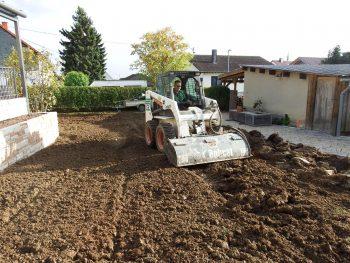 feine Bodenbearbeitung im Hausgarten